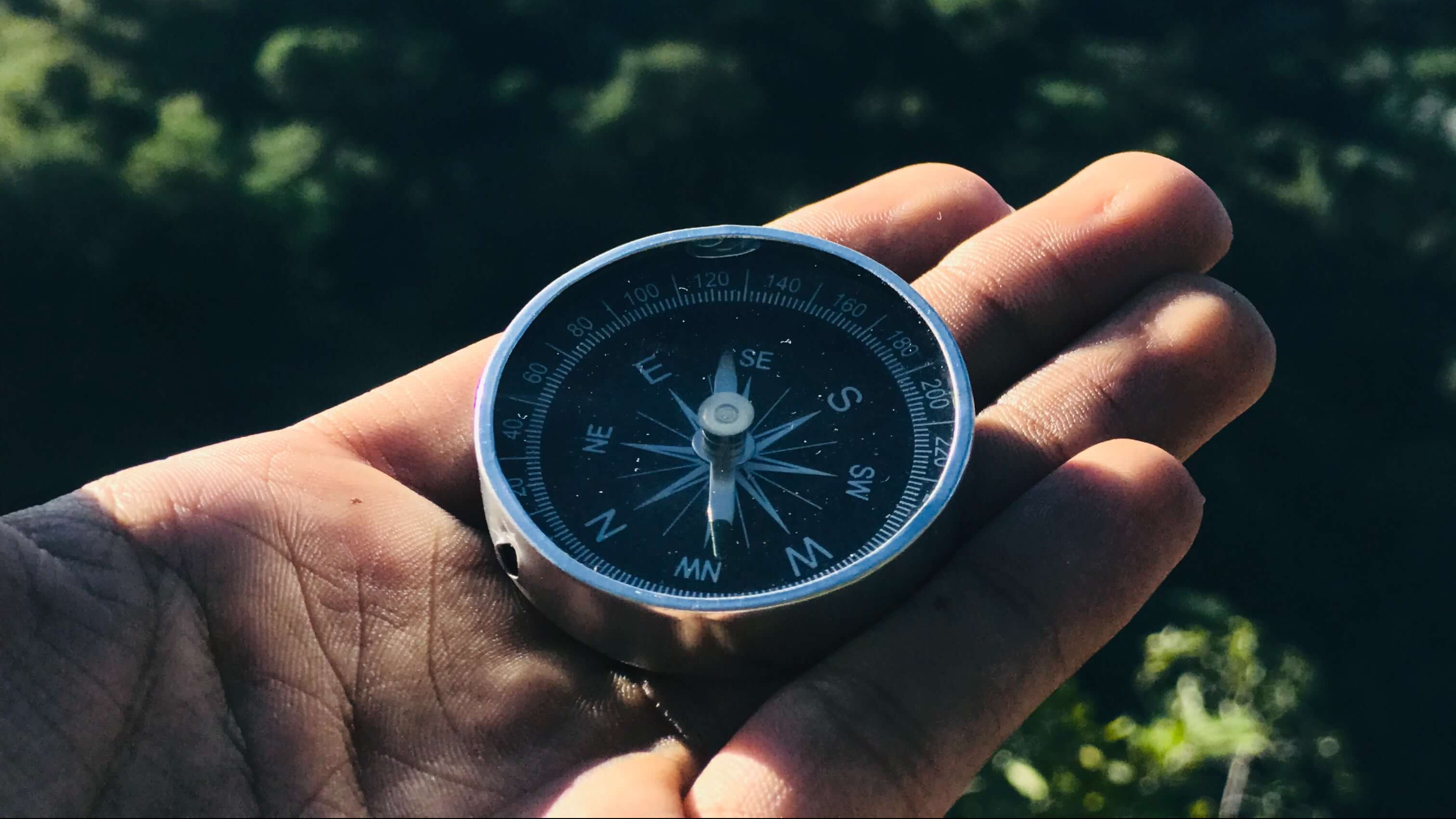 round-grey-and-black-compass-1736222 (1)